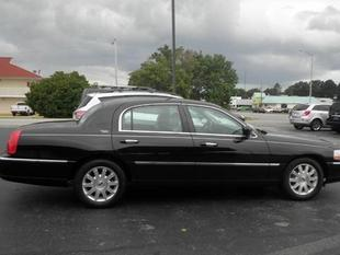 2009 Lincoln Town Car Signature Limited Sedan for sale in Muscle Shoals for $16,885 with 51,345 miles.