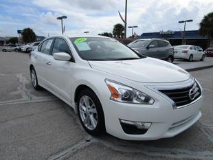 2013 Nissan Altima 2.5 SV Sedan for sale in Venice for $18,000 with 18,889 miles.