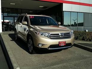 2013 Toyota Highlander SUV for sale in Vancouver for $37,992 with 16,055 miles.