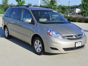 2008 Toyota Sienna XLE Minivan for sale in Crystal Lake for $19,989 with 34,777 miles.