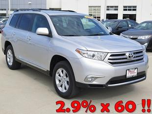 2013 Toyota Highlander SUV for sale in Crystal Lake for $28,989 with 19,908 miles.