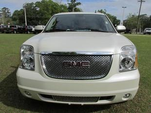 2011 GMC Yukon Denali SUV for sale in LaBelle for $38,984 with 33,909 miles.