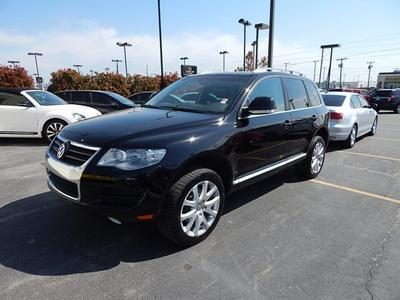2010 Volkswagen Touareg SUV for sale in Tulsa for $31,400 with 52,513 miles.