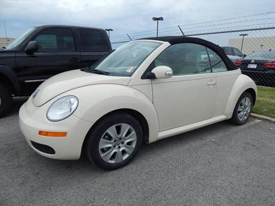 2009 Volkswagen New Beetle L Convertible for sale in Tulsa for $15,950 with 62,924 miles.