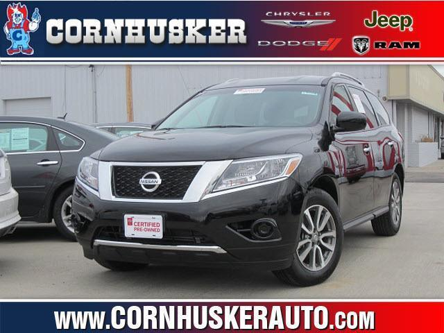 2013 Nissan Pathfinder SUV for sale in Norfolk for $26,400 with 13,075 miles.