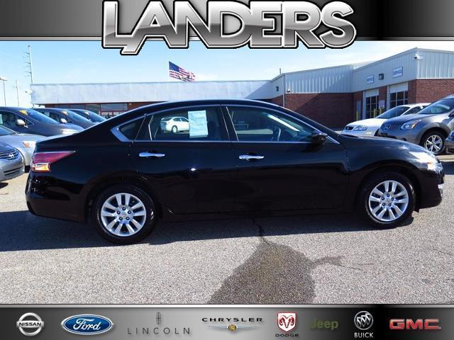 2014 Nissan Altima 2.5 S Sedan for sale in Southaven for $18,990 with 21,892 miles.