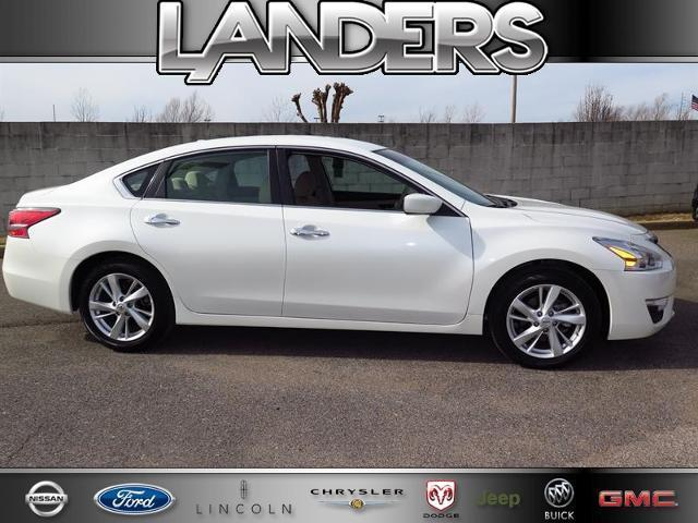 2014 Nissan Altima 2.5 SV Sedan for sale in Southaven for $21,990 with 8,540 miles.