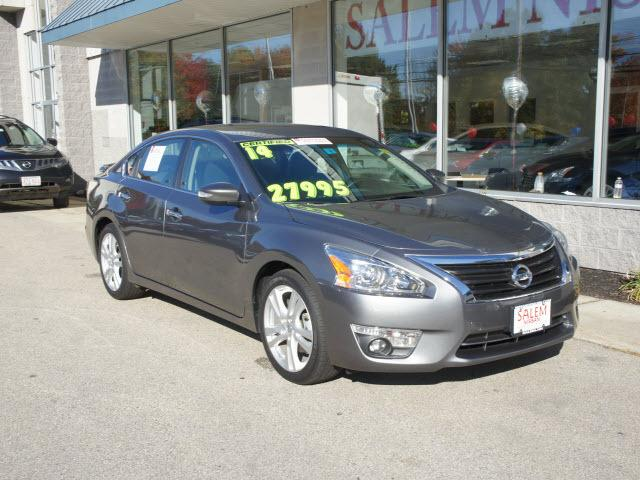 2014 Nissan Altima 3.5 SL Sedan for sale in Salem for $26,495 with 5,089 miles