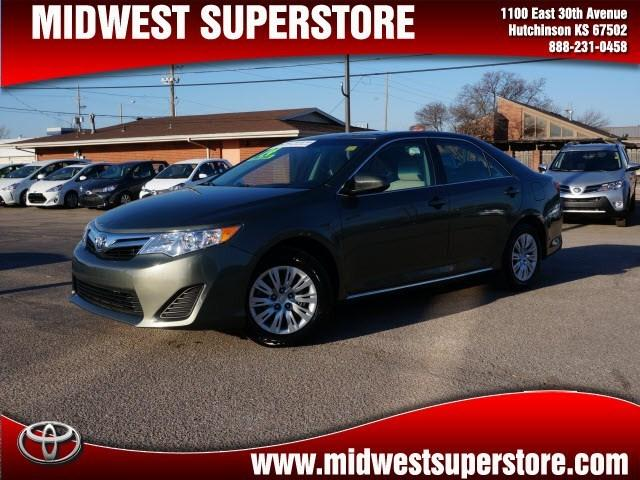 2014 Toyota Camry Sedan for sale in Hutchinson for $19,995 with 27,033 miles