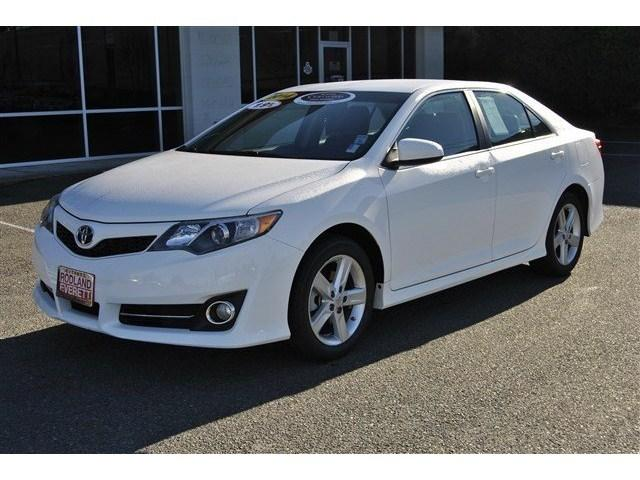 2014 Toyota Camry Sedan for sale in Everett for $19,229 with 33,350 miles