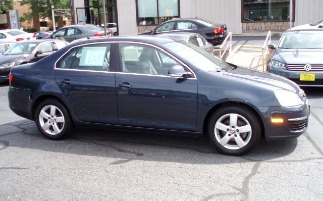2009 Volkswagen Jetta Sedan for sale in La Crosse for $14,980 with 20,121 miles.