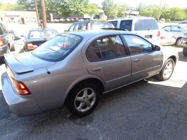1999 Nissan Maxima SE Sedan for sale in Parsippany for $3,975 with 115,685 miles