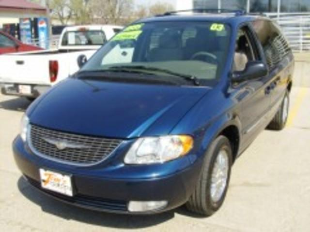 2003 Chrysler Town & Country Limited Minivan for sale in Des Moines for $8,995 with 112,035 miles.