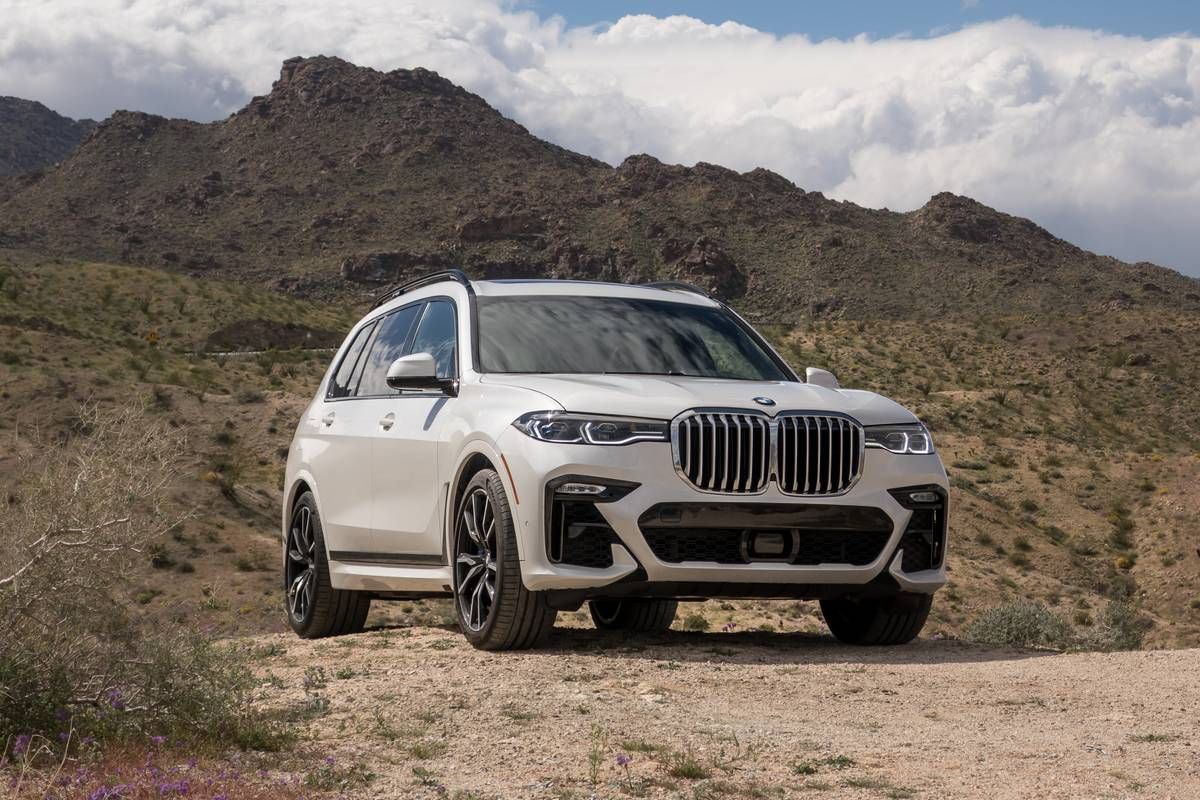 01-bmw-x7-2019-angle--exterior--front--white-review.jpg