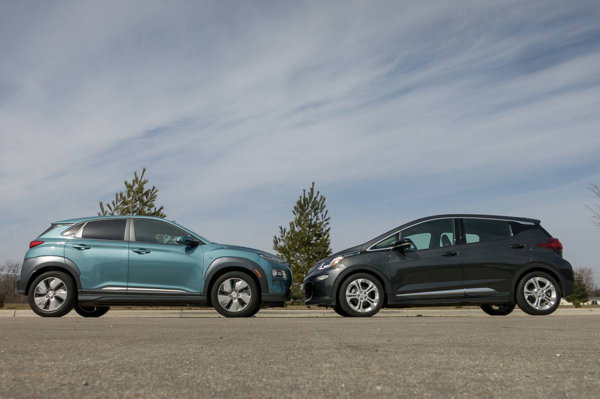 01-chevrolet-hyundai-kona-ev-and-bolt-ev-2019-blue--exterior--front--grey.jpg