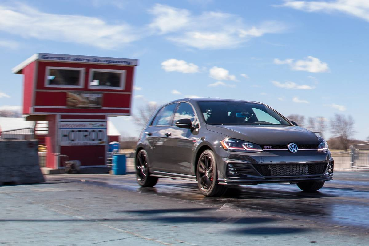 01-volkswagen-golf-gti-2019-angle--dynamic--exterior--front--grey.jpg