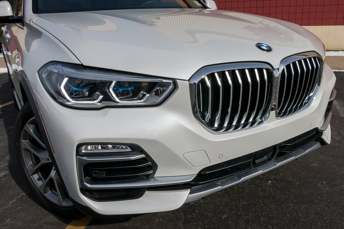 02-bmw-x5-2019-angle--exterior--front--white.jpg