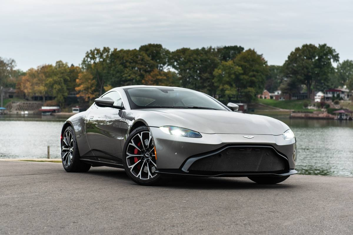2019 Aston Martin Vantage: 10 Things We Like (and 4 Not So Much)