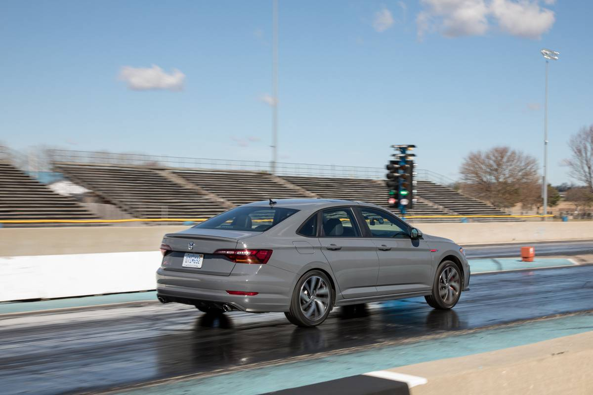 03-volkswagen-jetta-gli-2019-angle--dynamic--exterior--grey--rear.jpg