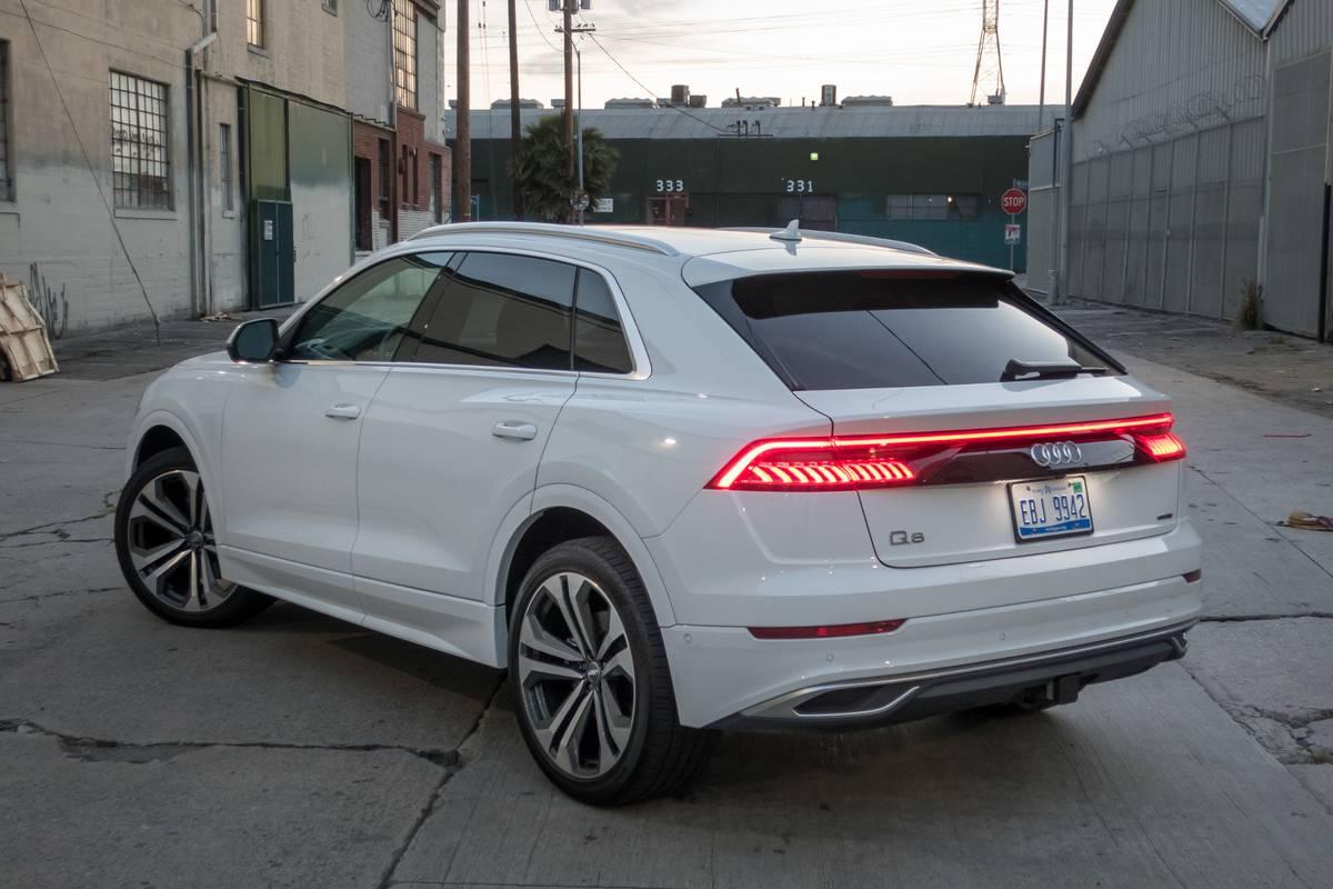 04-audi-q8-2019-angle--exterior--rear--white.jpg