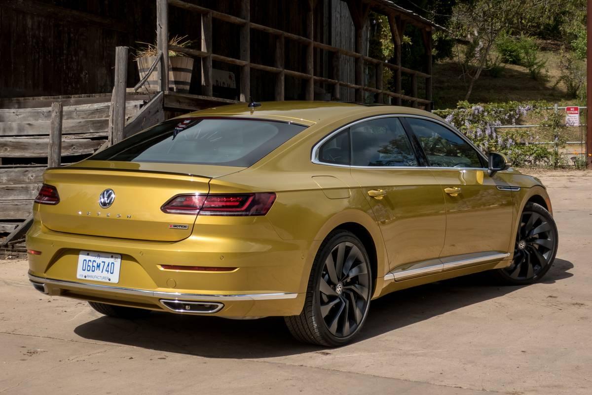 04-volkswagen-arteon-2019-angle--exterior--gold--rear--rural.jpg
