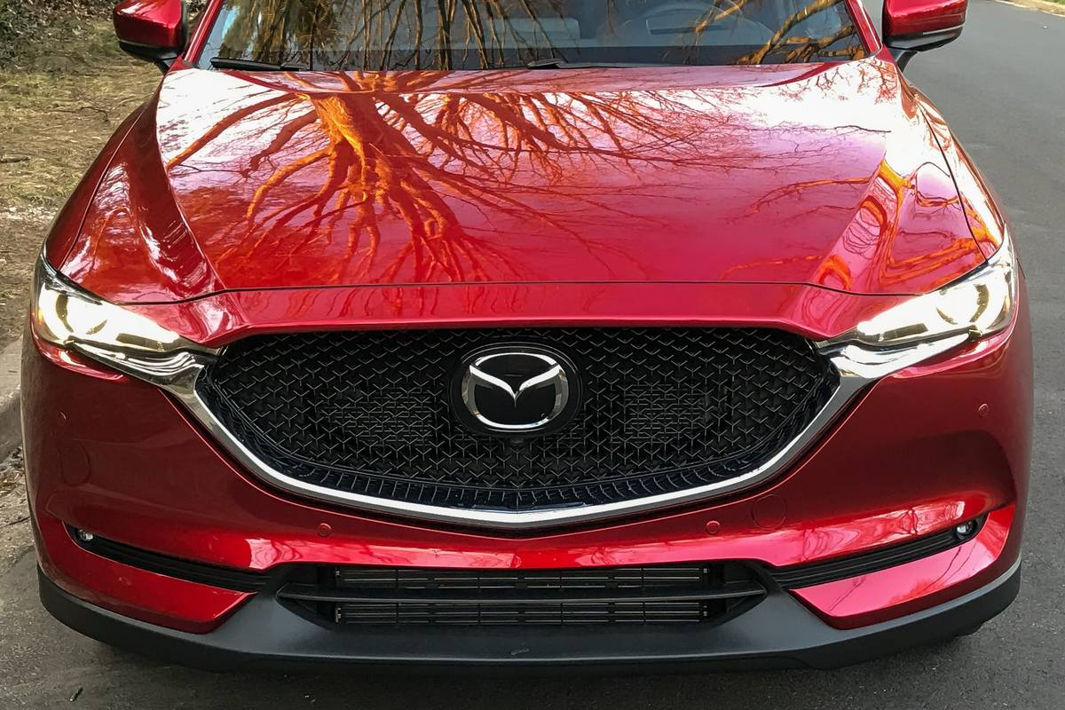 05-mazda-cx-5-2019-badge--exterior--front--grille--red.jpg