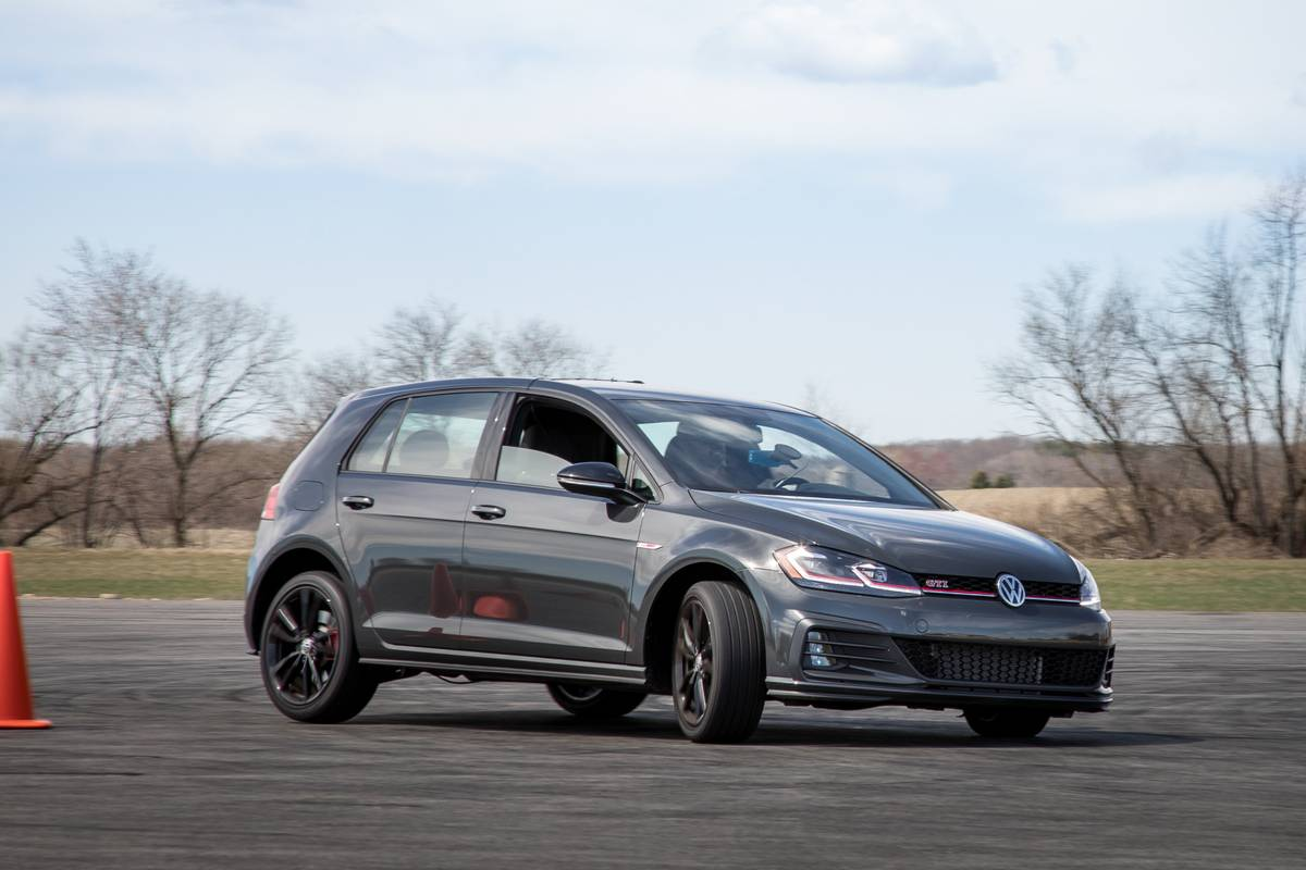 06-volkswagen-golf-gti-2019-angle--dynamic--exterior--front--grey.jpg