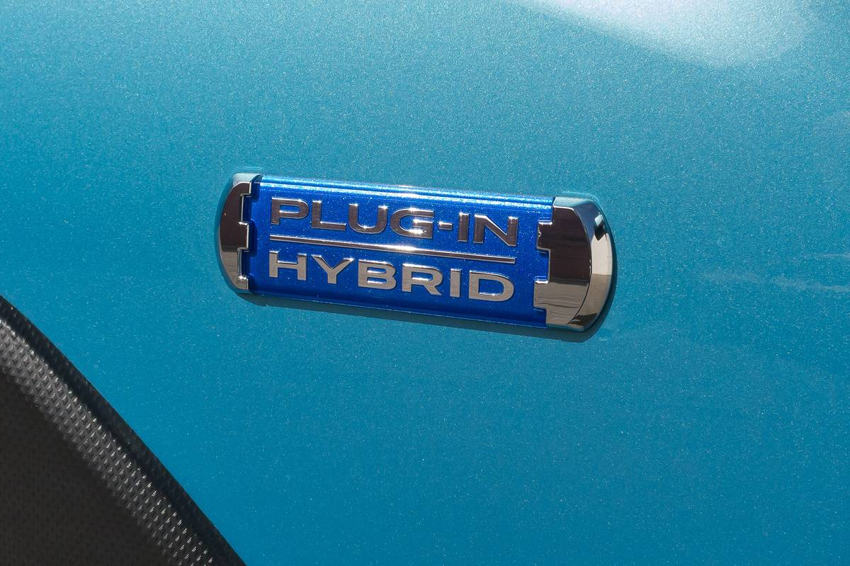 07-subaru-crosstrek-phev-2019-badge--blue--detail--exterior.jpg