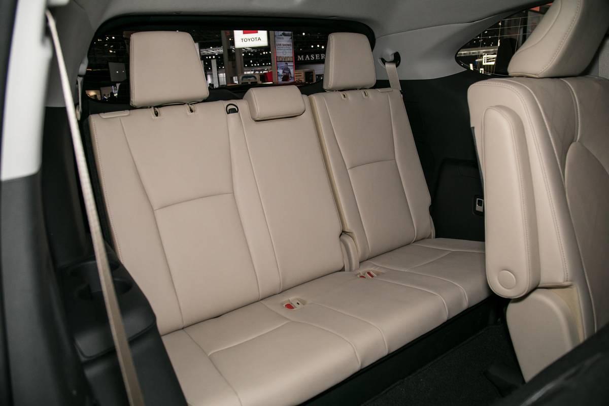07-toyota-highlander-19-nyias-2020-interior--third-row.jpg