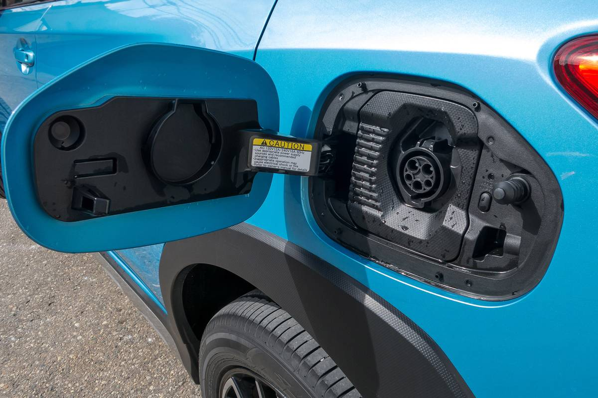 08-subaru-crosstrek-phev-2019-blue--charging-port--exterior.jpg