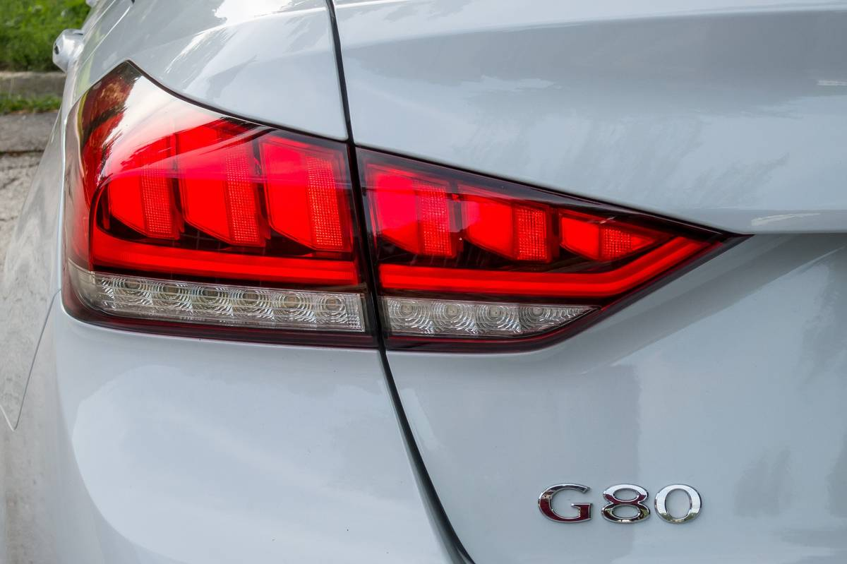 11-genesis-g80-3.8-rwd-2018-exterior--taillights--white.jpg