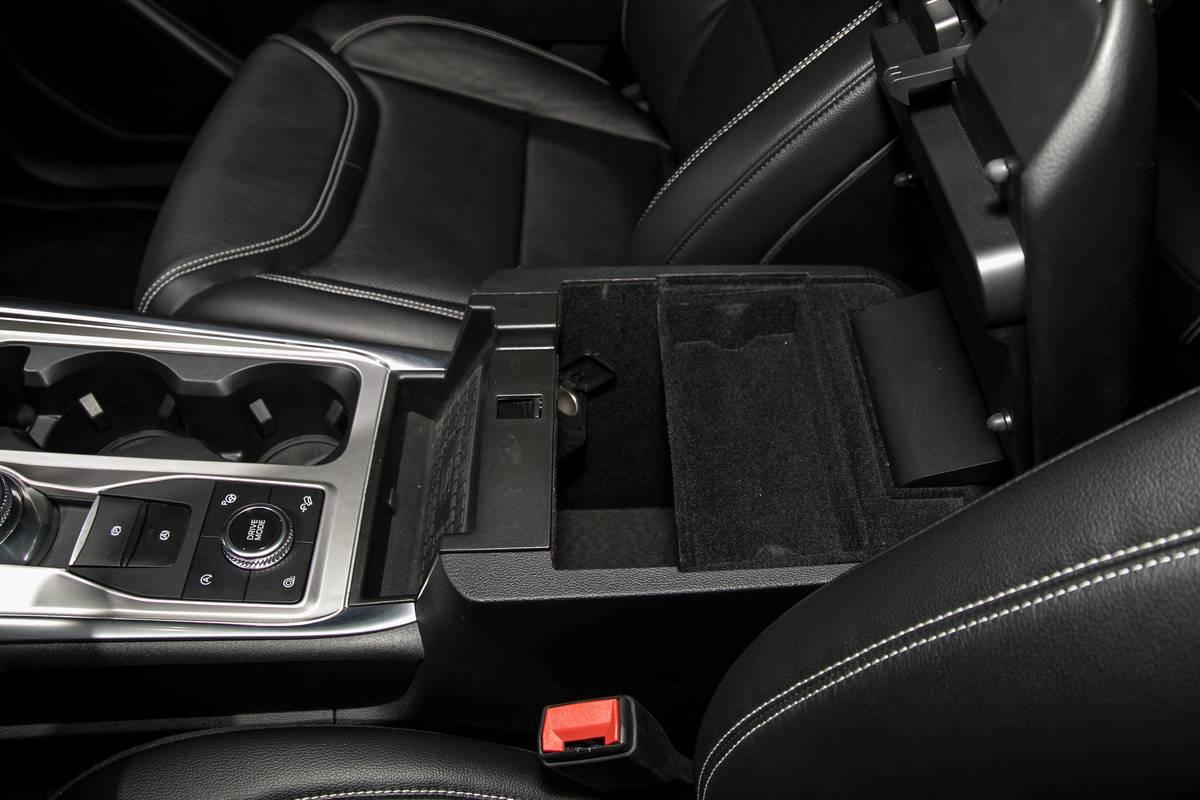12-ford-explorer-19-nyias-2020-armrest--center-console--interior--storage.jpg