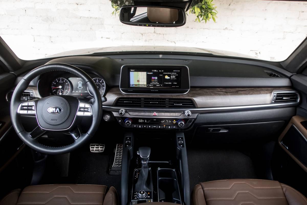 12-kia-telluride-2020-cockpit-shot--interior.jpg
