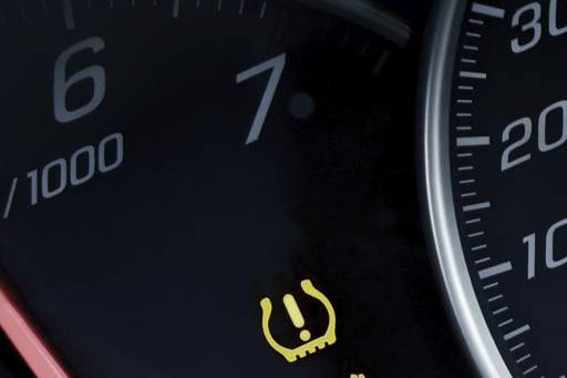 Low tire pressure warning dashboard indicator