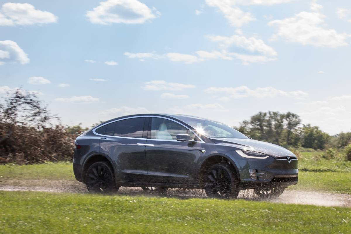 16-tesla-model-x-2018-angle--dynamic--exterior--front--grey--off-road--profile.jpg