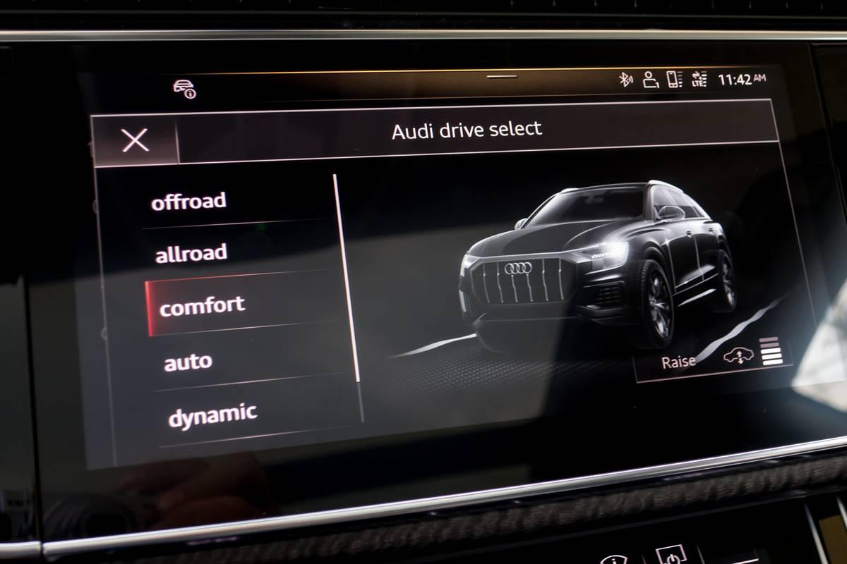 17-audi-q8-2019-center-stack-display--drive-mode--interior.jpg