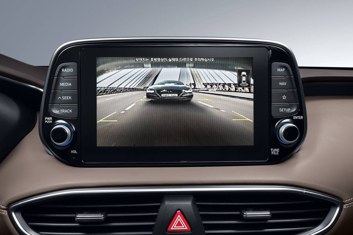 20-Hyundai-Santa-Fe-Blindspot-Monitor
