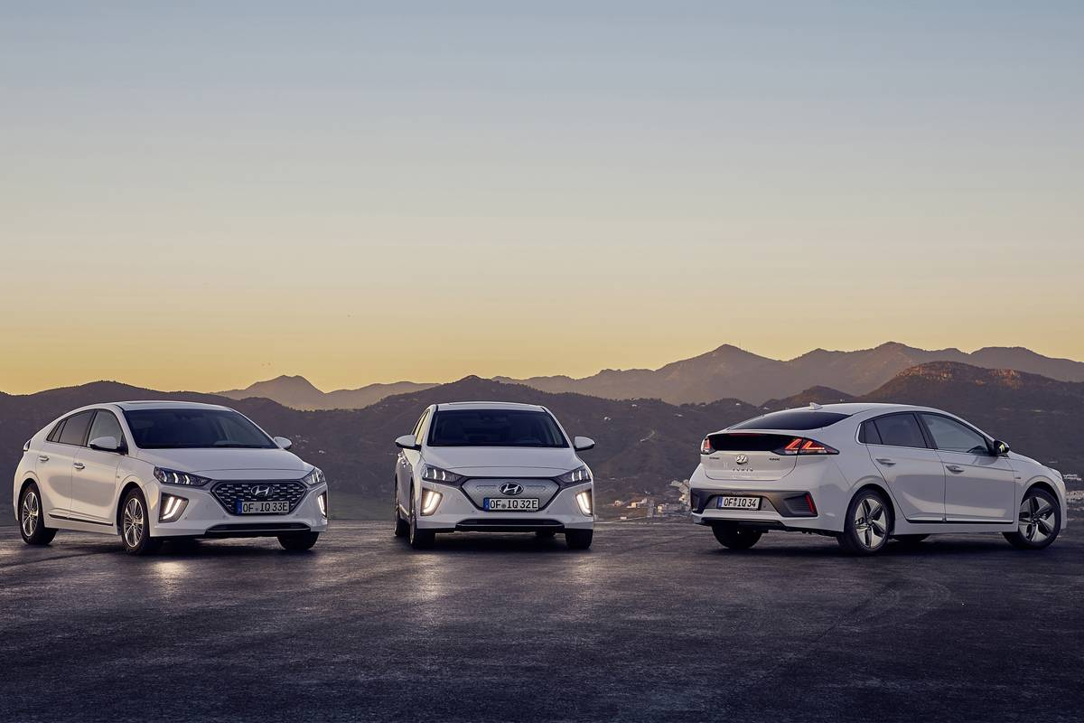 2020-Hyundai-Ioniq-electrified-sedan-line-OEM-1