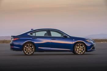 How Do Car Seats Fit in a 2020 Lexus ES 350?