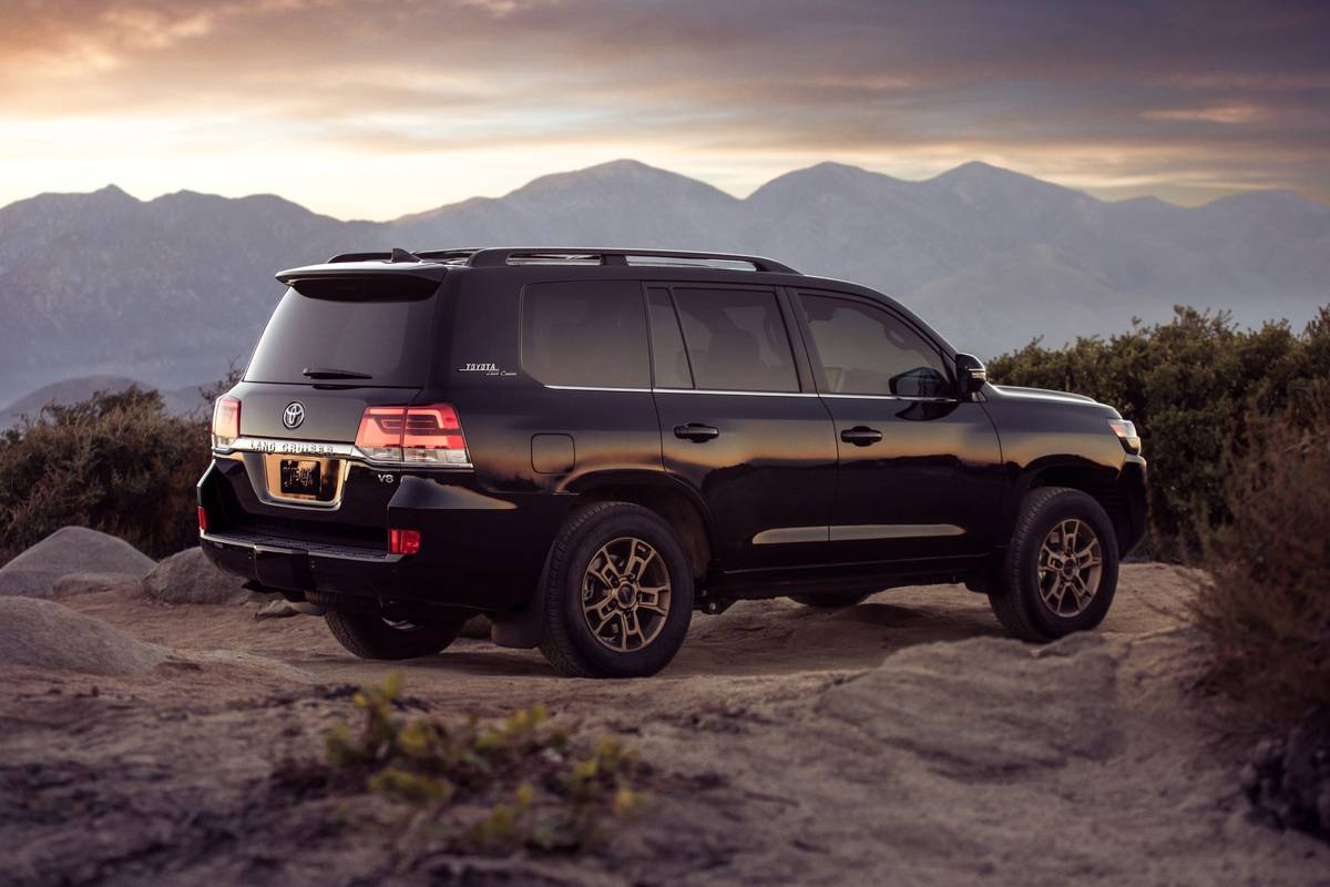 Toyota Land Cruiser: Which Should You Buy, 2020 or 2021?