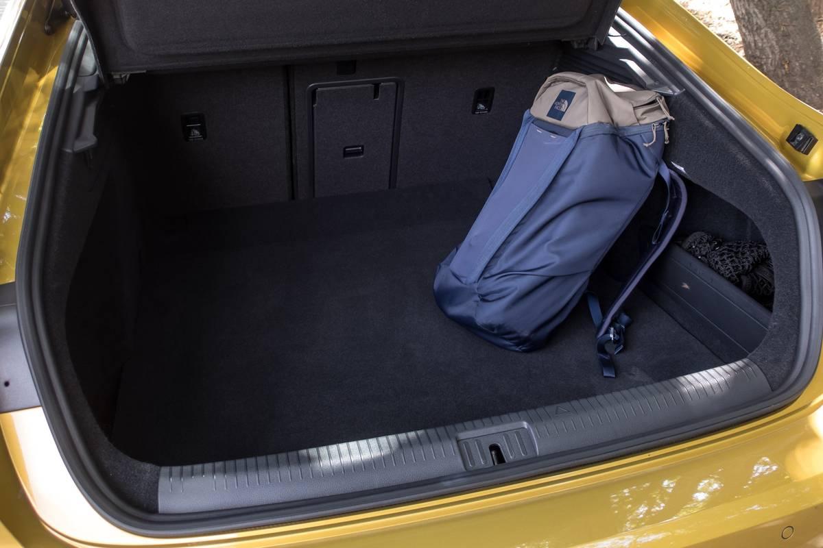 22-volkswagen-arteon-2019-interior--trunk.jpg