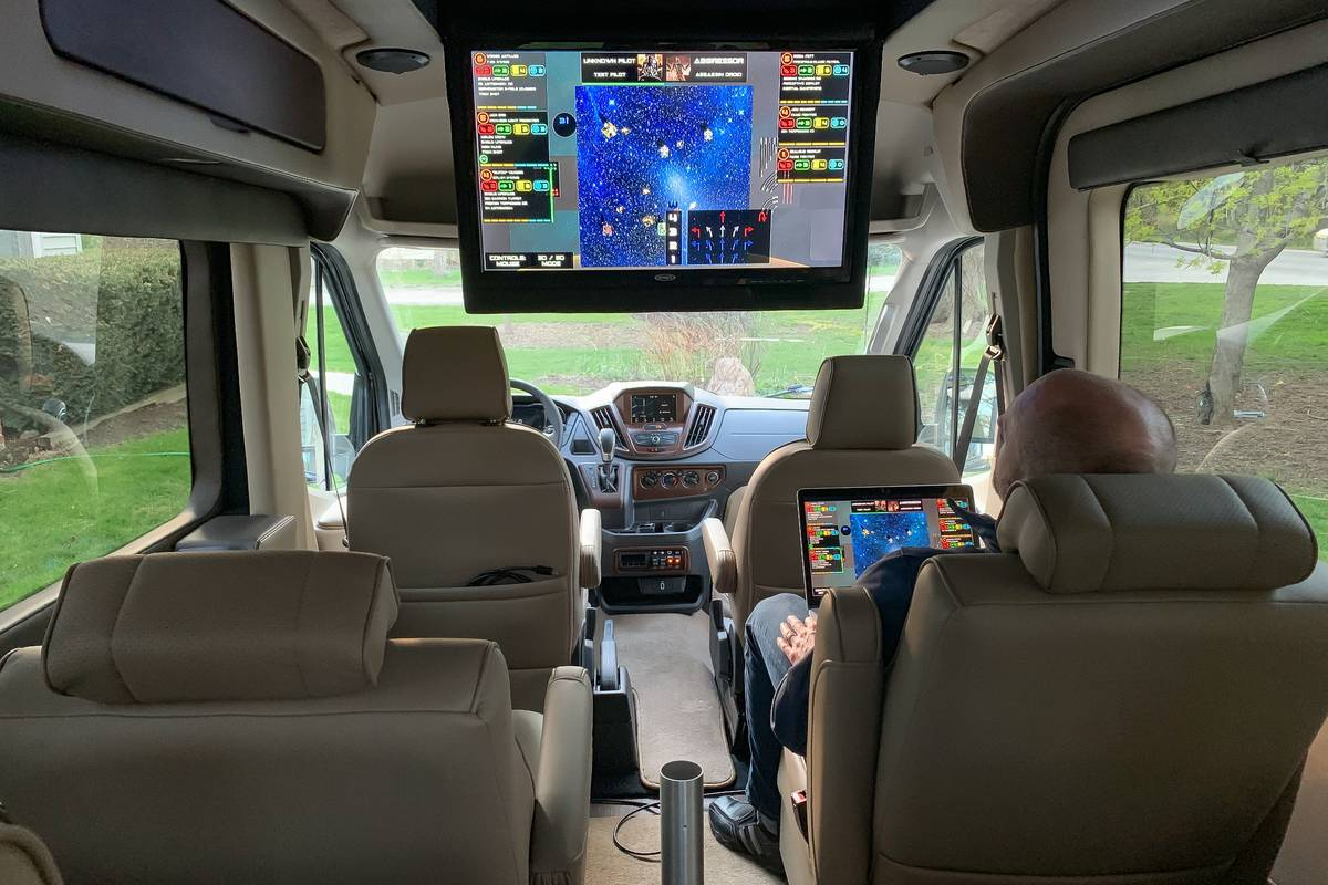 24-ford-transit-2019-entertainment--interior--second-row.jpg