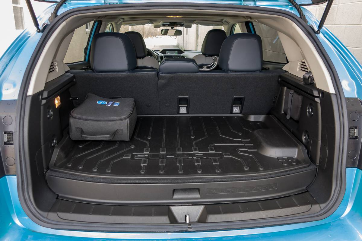 33-subaru-crosstrek-phev-2019-interior--trunk.jpg