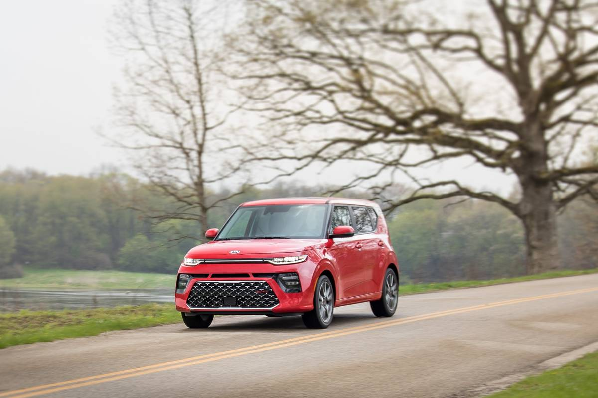 38-kia-soul-2020-angle--dynamic--exterior--front--red.jpg