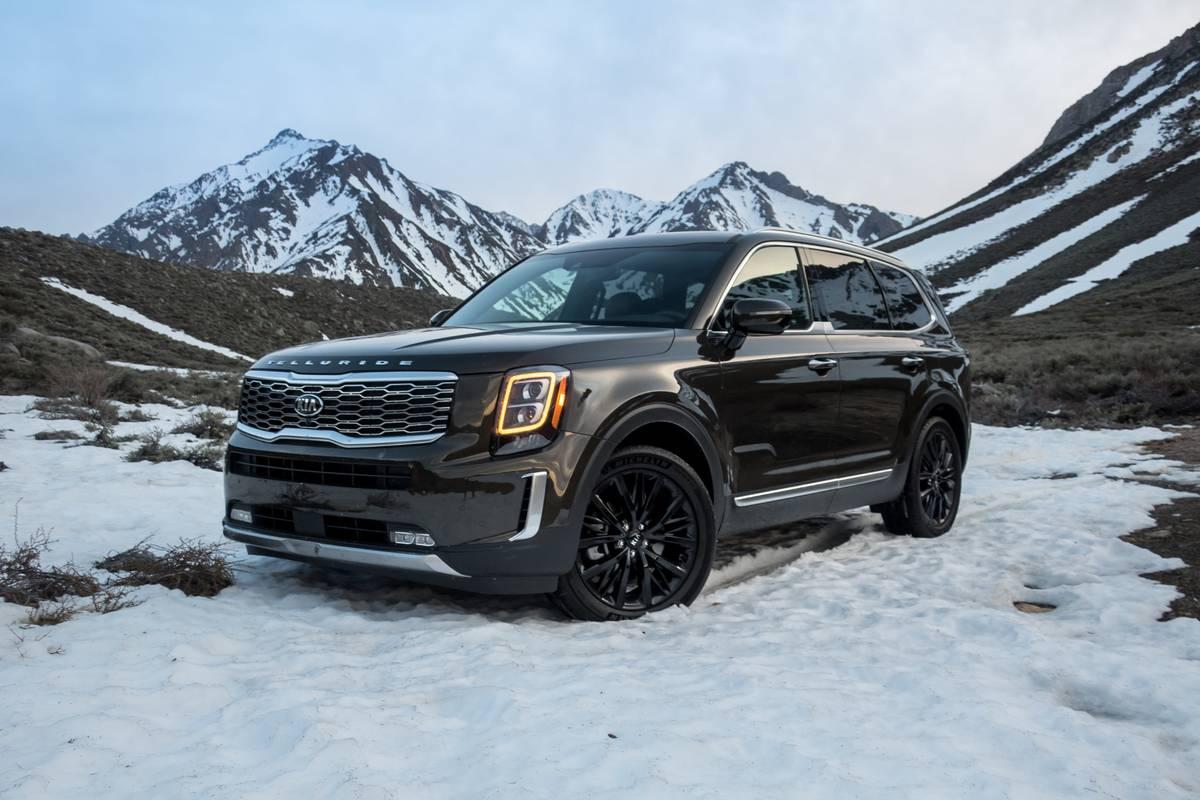 40-kia-telluride-2020-angle--brown--exterior--front--mountain--snow.jpg