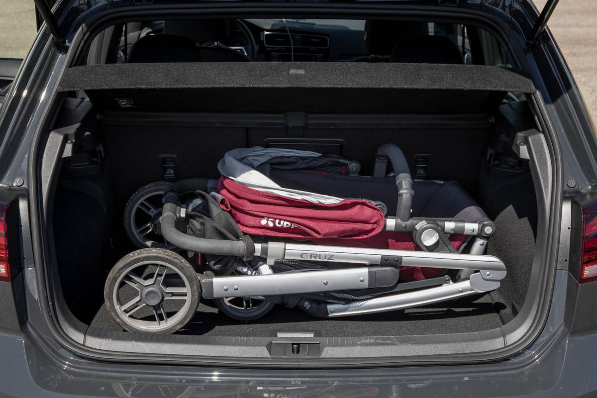 48-volkswagen-golf-gti-2019-cargo--interior--trunk.jpg