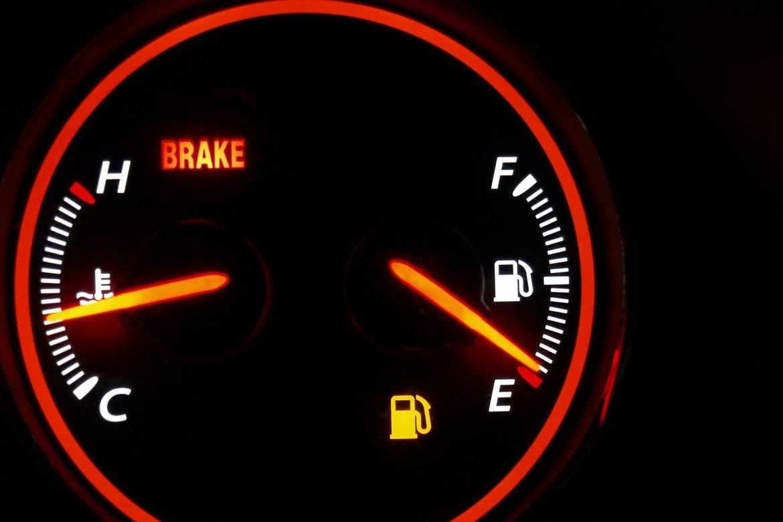 Engine temperature dashboard gauge