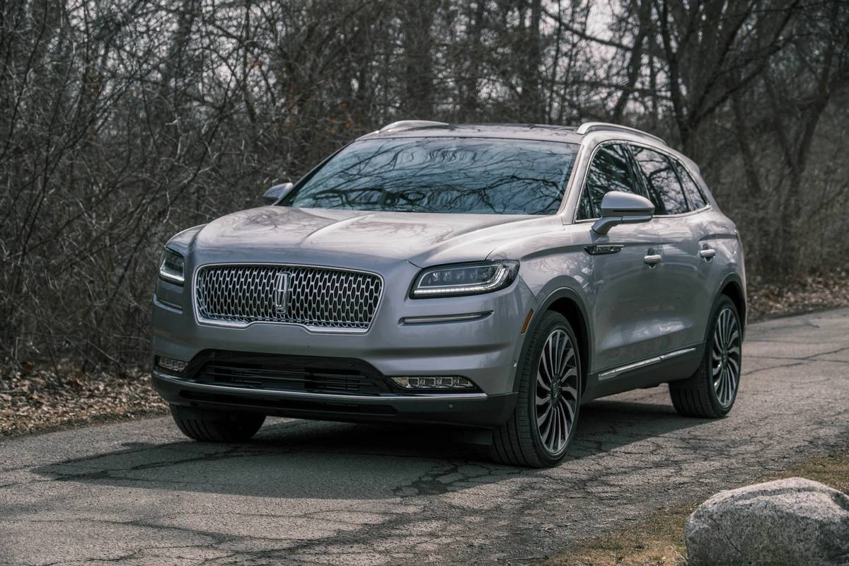 Lincoln-nautilus-2021-04-angle--exterior--front--silver.jpg