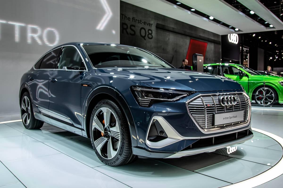 audi-e-tron-sportback-2020-01-angle--blue--exterior--front.jpg