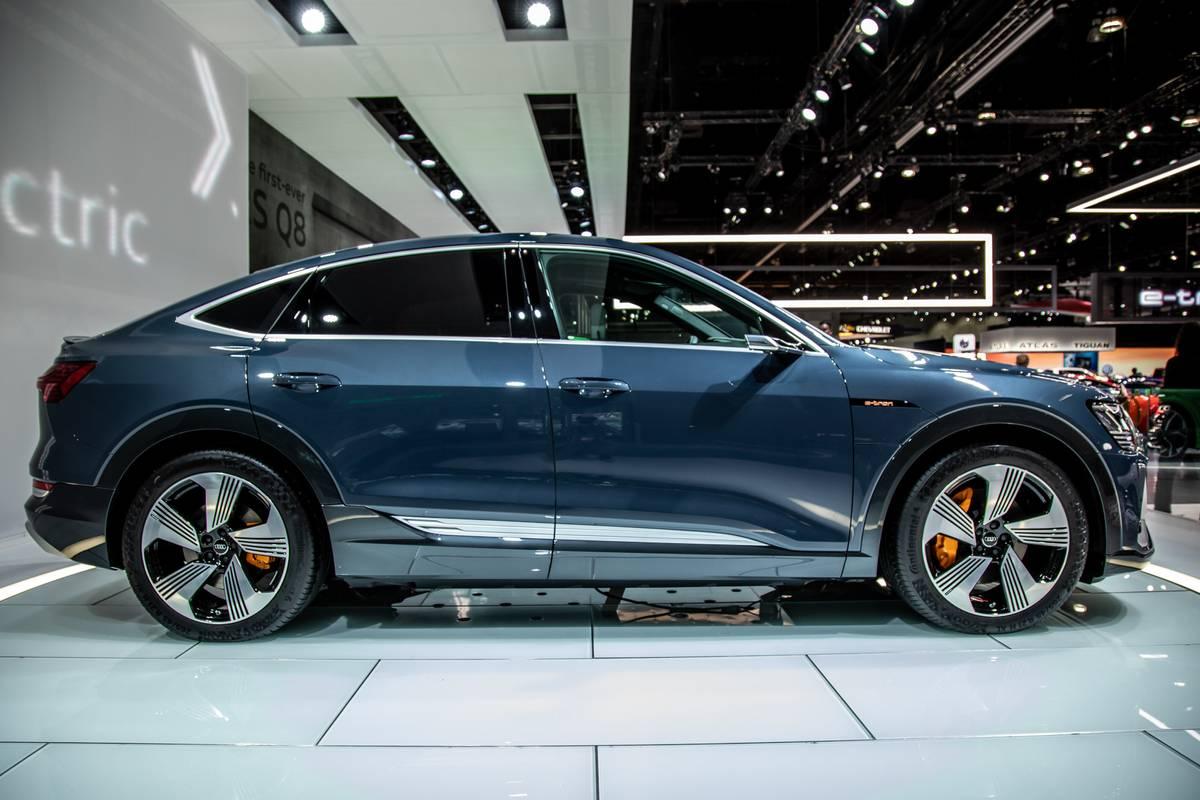 audi-e-tron-sportback-2020-02-blue--exterior--profile.jpg